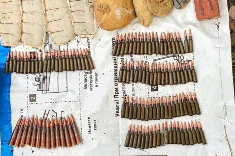СБУ знайшла схрон зброї на Рівненщині. Підозрюють, що привезли з ООС