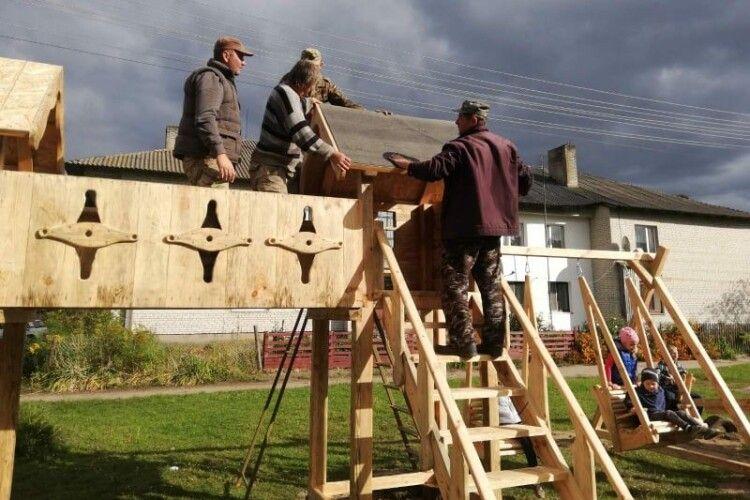 В селі на Волині будують «Веселий дворик» для дітей (Фото)