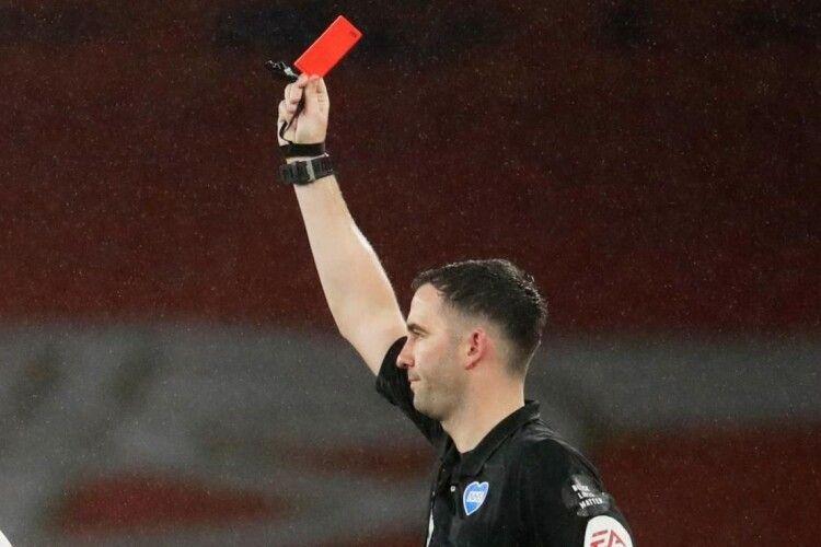 В англійській Прем'єр-лізі арбітри одержать право вилучати гравців, які кашляють