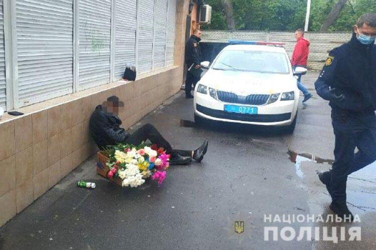 П'яному рівнянину не вдалося продати поцуплені квіти