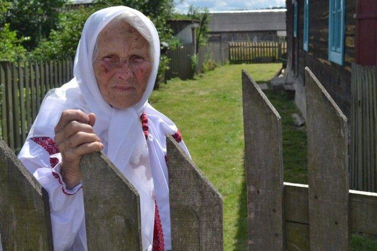 Бабуся з Рівненщини віддає пів пенсії на фронт