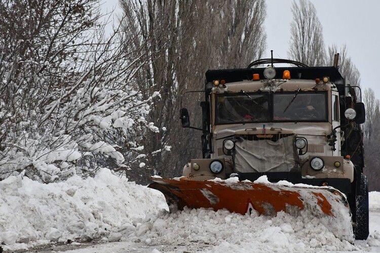 На деяких дорогах Волині Укравтодор продовжив обмеження щодо руху транспорту