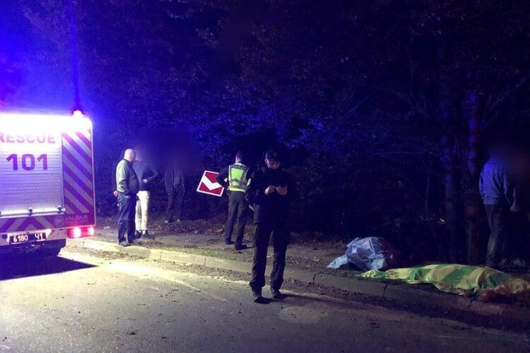 Знову страшна ДТП: автомобіль вилетів з траси, 2 людей загинули, 3 поранені (Фото)