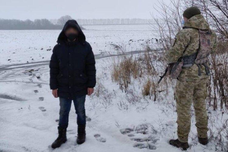Прикордонники затримали підлітка, який йшов пішки в Москву
