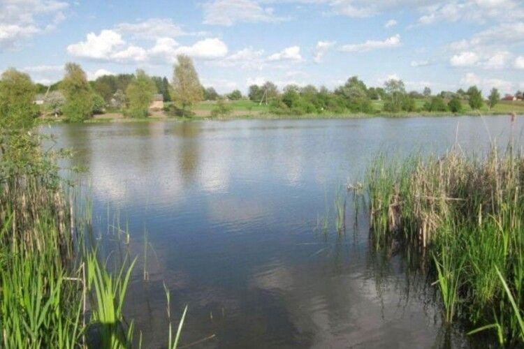 На Рівненщині у ставку втопилася 15-річна дівчинка