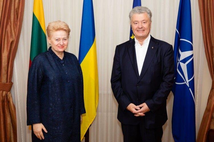 «Не можна повертатись до «звичного ведення справ» з Росією»: Порошенко зустрівся з Грібаускайте