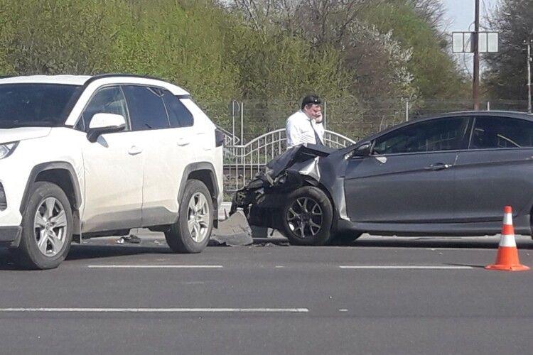 У Луцьку біля моста аварія (Фото)