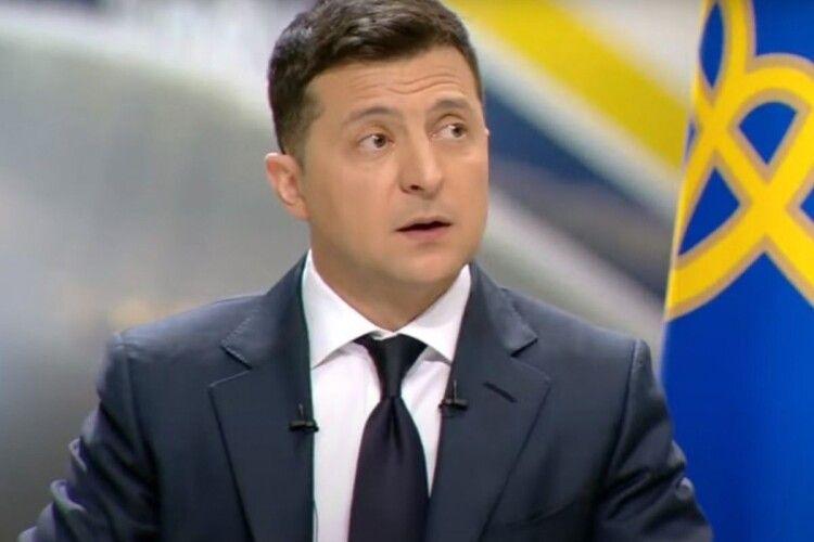 «Слуга» Безугла: «Зеленського не можна викликати на засідання ТСК по «Вагнергейту», бо він недоторканний»