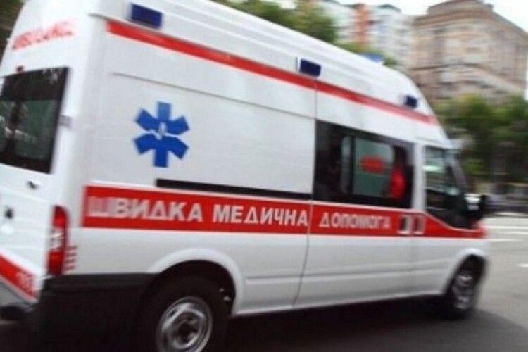 Зупинилося серце після пігулок: лікарі «швидкої» врятували чоловіка від клінічної смерті