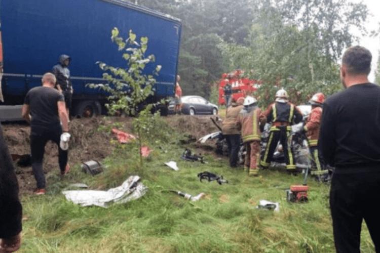 «Від удару легковик перекинувся у кювет»: на Рівненщині у ДТП загинув 36-річний чоловік (Відео)