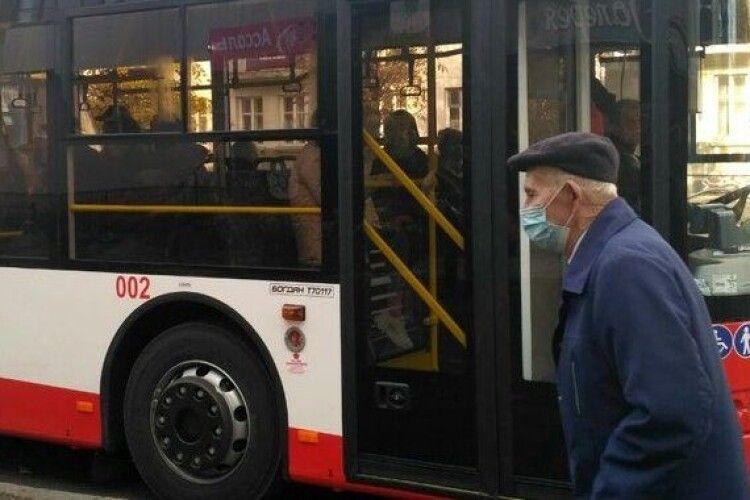 Водіїв громадського транспорту Луцька покарають за порушення карантину