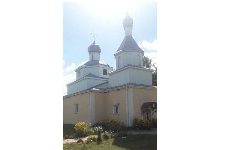 25 років тому в селі Нові Червища  на Камінь-Каширщині постав український храм