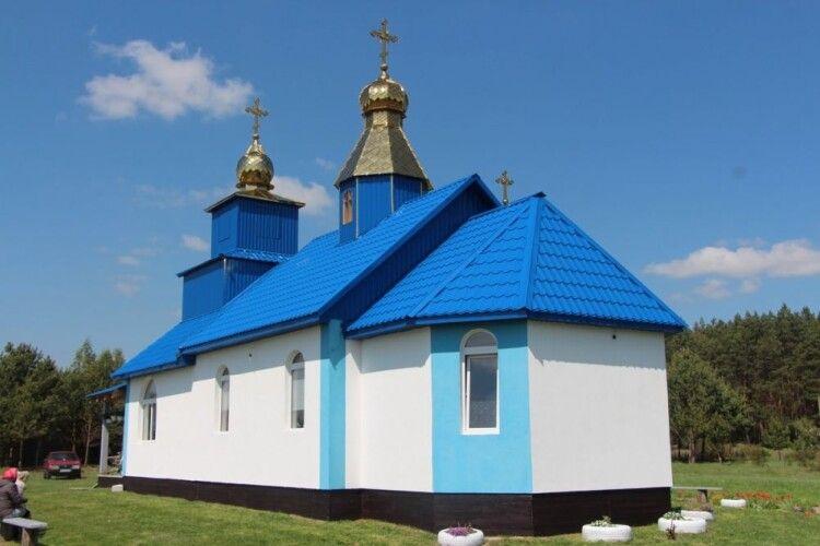У селі на Волині вперше освятили церкву