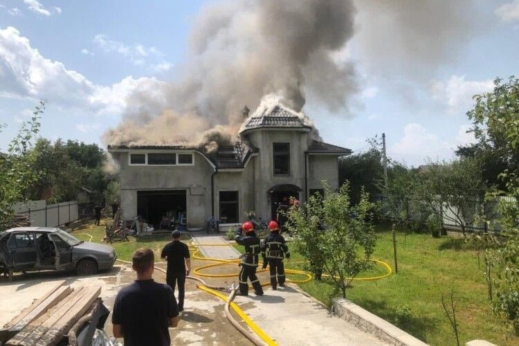 Літак під Коломиєю впав на будинок української гандболістки