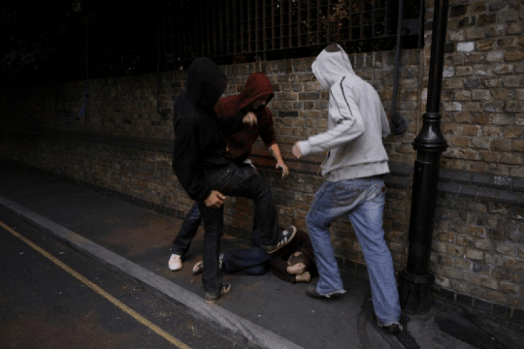 На Волині студент і його банда побили та пограбували чоловіка