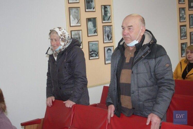 Жителі трьох вулиць Іванич просять владу зберегти пасовисько