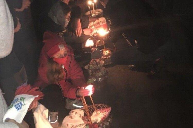 Дощ не наважився потурбувати: як у Горохові паску святили (Фото)