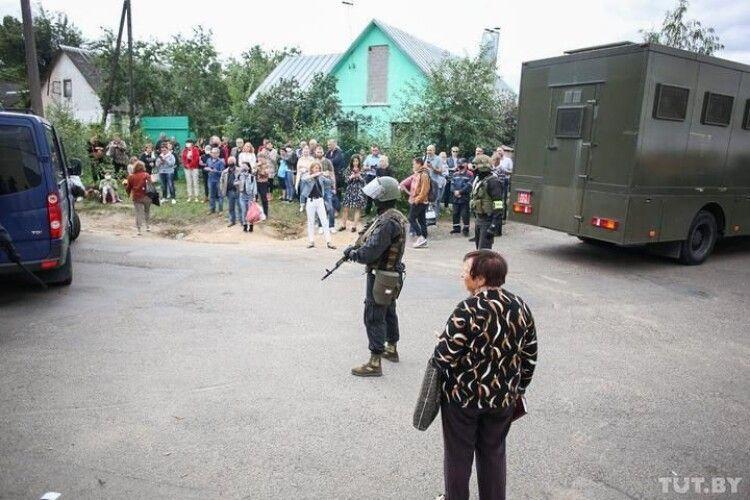 На вулицях Мінська з'явилися силовики з бойовими автоматами
