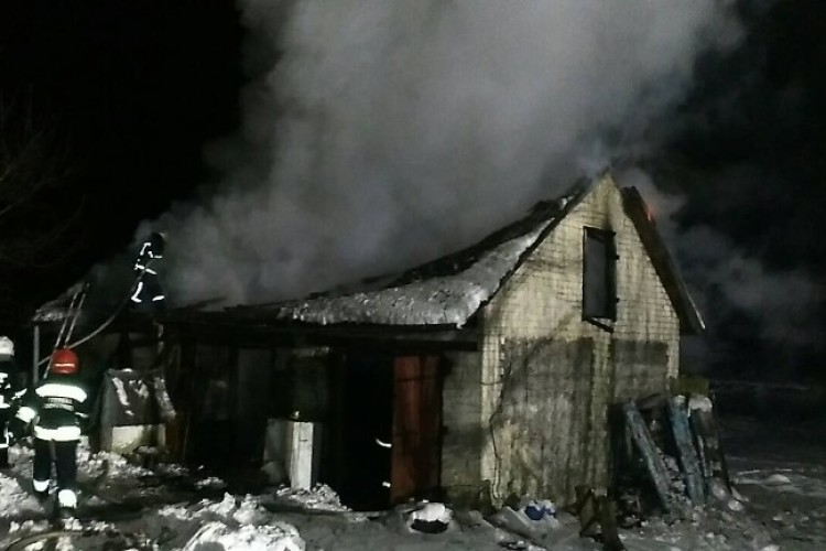У пожежі на Рівненщині згоріло 1,5 тонни торфобрикету (Фото)