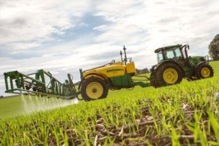 Пасічників Любешівщини попередили, коли оброблятимуть поля