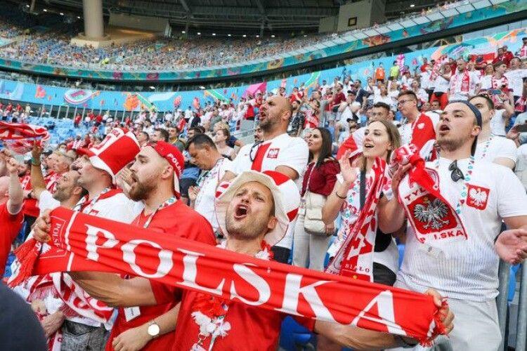 Ігри дипломатів: Посол Польщі тонко відреагував на мем посла Швеції про збірну України (Фото)