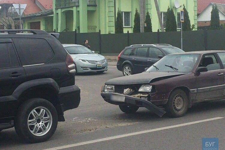 У місті на Волині легковик наздогнав кросовер (Фото)