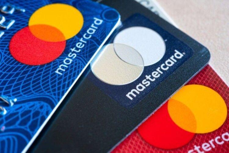 Міжнародна платіжна система MasterCard відмовляється від карток із магнітною смужкою
