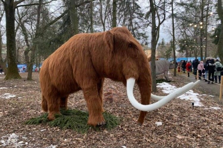У Рівному відкрили парк динозаврів реальних розмірів (Фото)