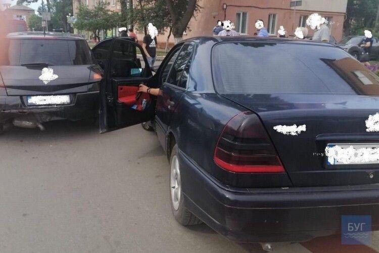 У місті на Волині «Мерседес» влупився в «Рено»: постраждала пасажирка «Рено»