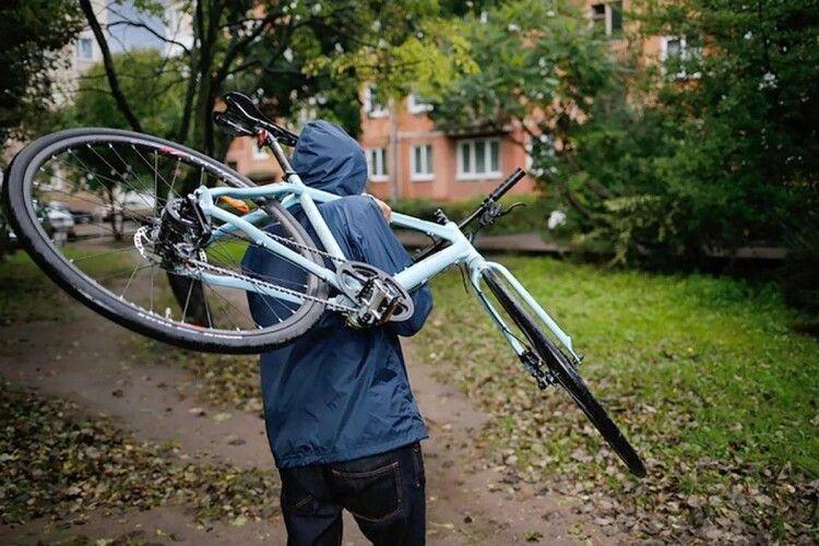 На Горохівщині велосипед поцупили просто з подвір'я