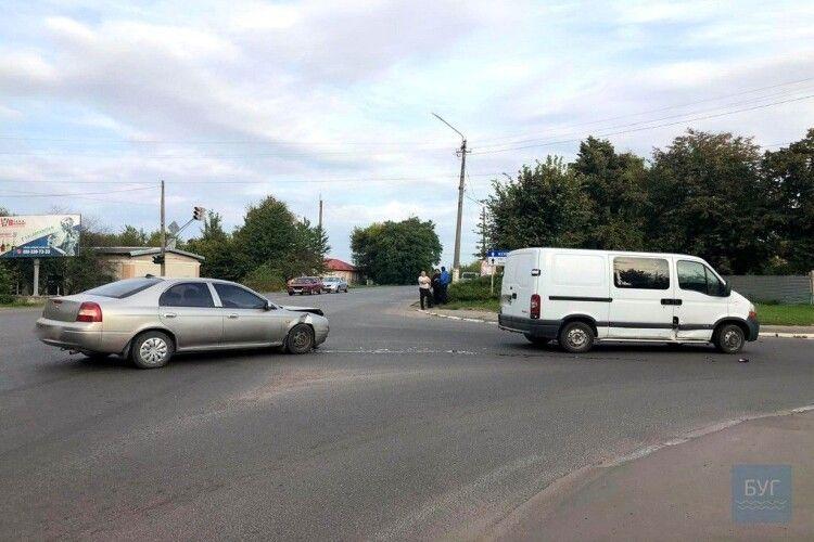 У місті на Волині на перехресті – аварія (Фото)