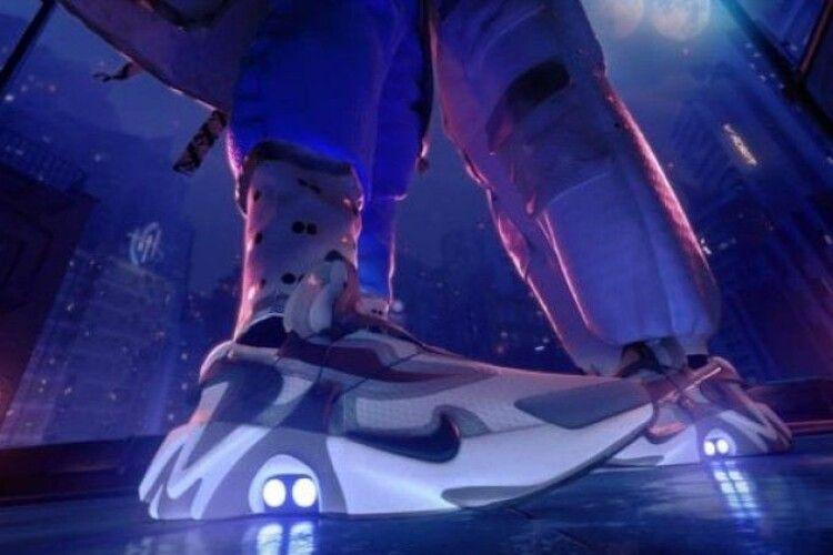 Компанія Nike представила кросівки, які можна зашнурувати за допомогою гаджета