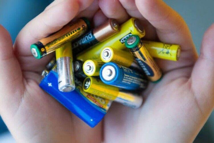 У Луцьку витратять 250 тисяч гривень на переробку лампочок, батарейок і термометрів