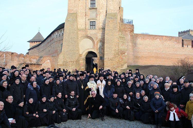 До Луцька приїхало понад триста греко-католицьких монахів ішестеро єпископів