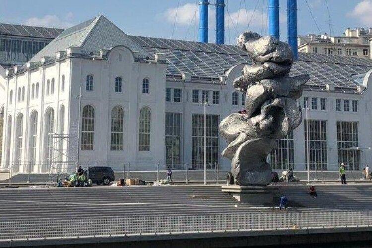 У Москві встановили «пам'ятник лайну»