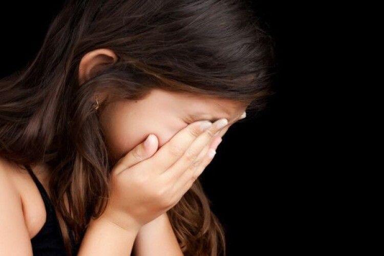Поглумився і прав постіль: подробиці зґвалтування 6-річної дівчинки