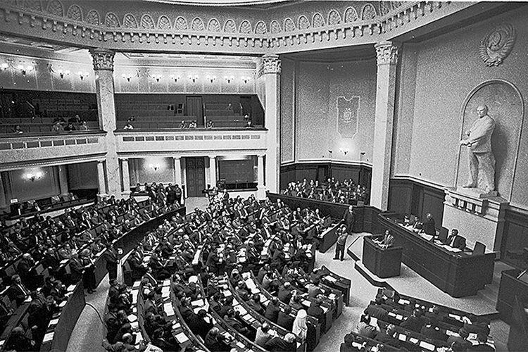 ТАЄМНИЦЯ ПАРЛАМЕНТСЬКОЇ НОЧІ:  як із Верховної Ради виносили Леніна