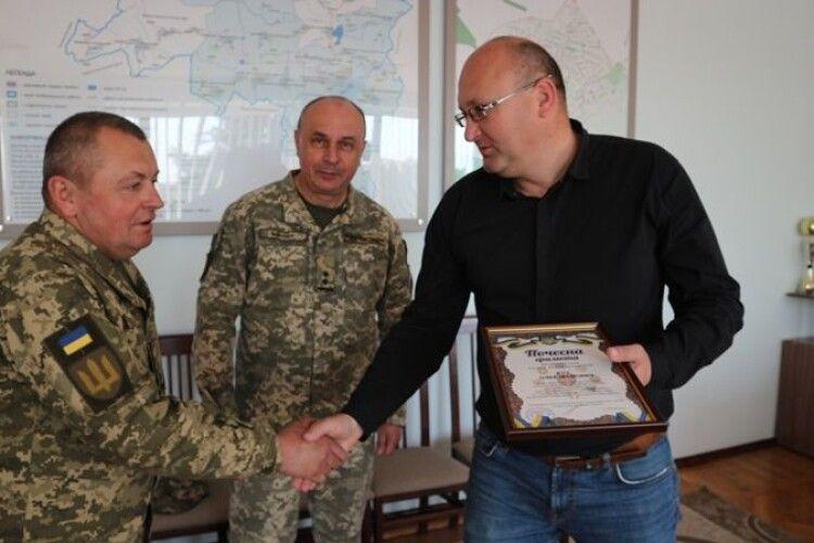 Голова громади на Волині отримав відзнаку командувача військ оперативного командування «Захід»