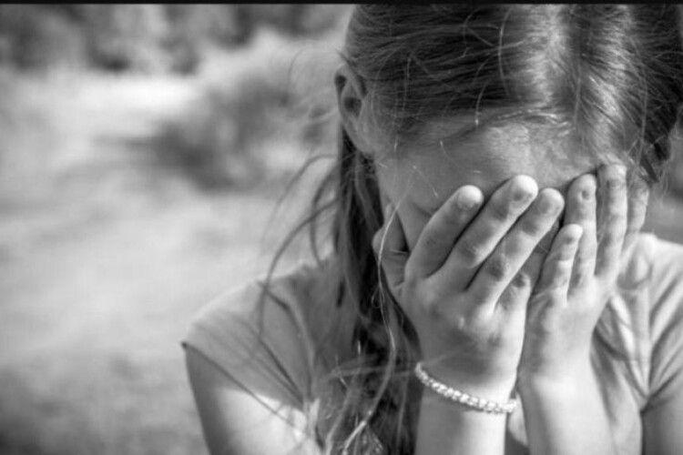Закрив обличчя і наказав мовчати: подробиці зґвалтування 6-річної дівчинки