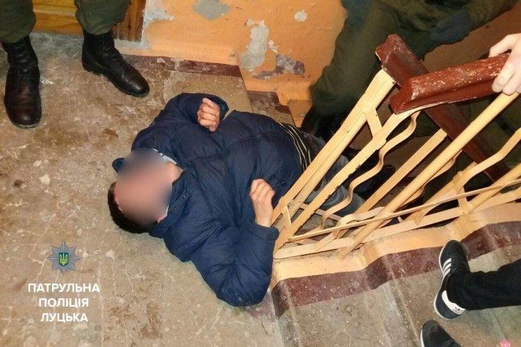 Луцькі патрульні не дали поспати у під'їздах трьом нетверезим громадянам