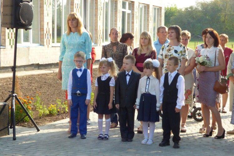 У Хорлупах у школі – Європа, а у Стобихівці взагалі не було свята знань...
