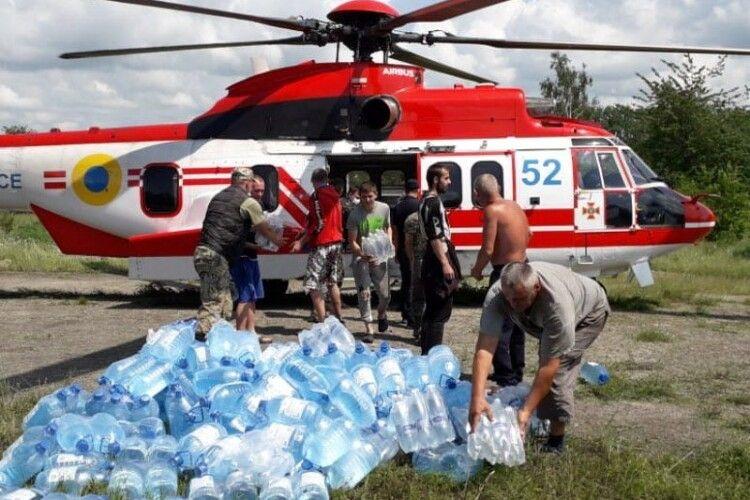 Бійці ДСНС продовжують ліквідовувати наслідки дощового паводку (Фото, відео)