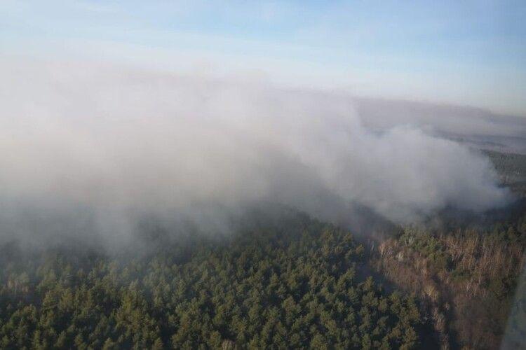 У Чорнобильській зоні продовжують пожежу гасять літаками та гелікоптерами