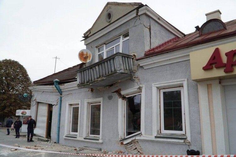 У Володимирі-Волинському обвалилась будівля (Фото)