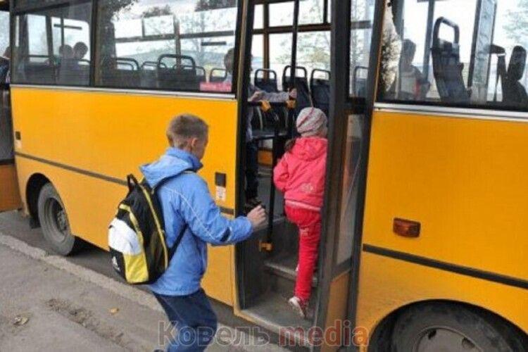 На Волині водій витер автобус шапкою неповнолітнього хлопця