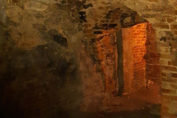 У Луцьку в підземеллях Башти Чарторийських відкрили галерею