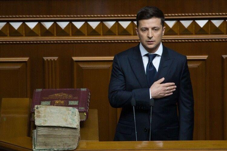 Мовознавець розповів, як Зеленський вчив українську мову