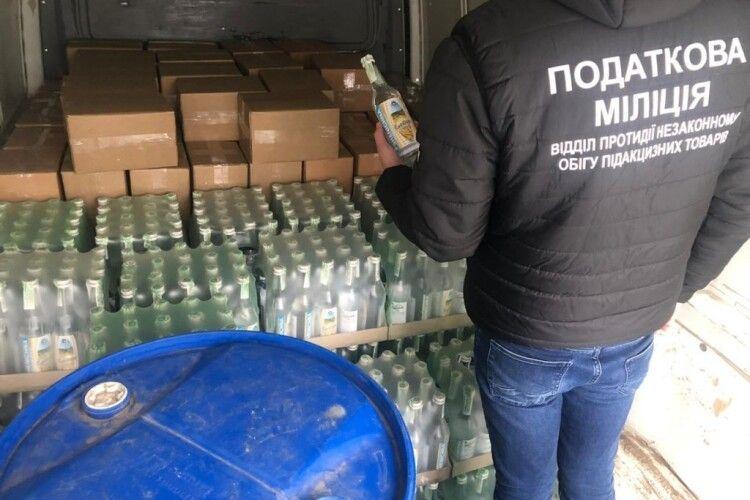 У Володимирі-Волинському затримали вантажівку з 2 400 літрами фальсифікованого алкоголю