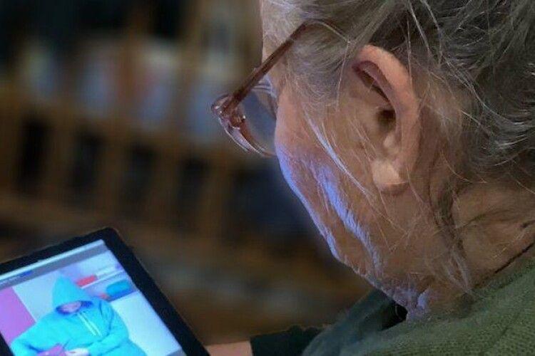 На Рівненщині людей вчитимуть отримувати онлайн-послуги. Акцент – на районах