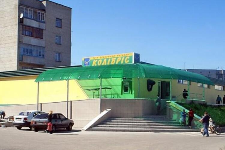 В райцентрі на Рівненщині заборонили працювати навіть продуктовим магазинам